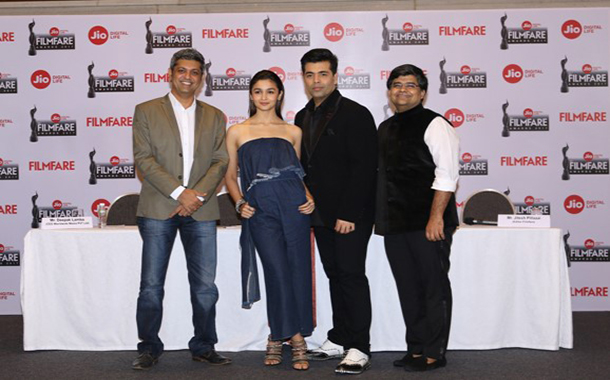 Filmfare Awards 2017 to be held on 14th Jan; KJO and SRK to host the event to be aired on Sony