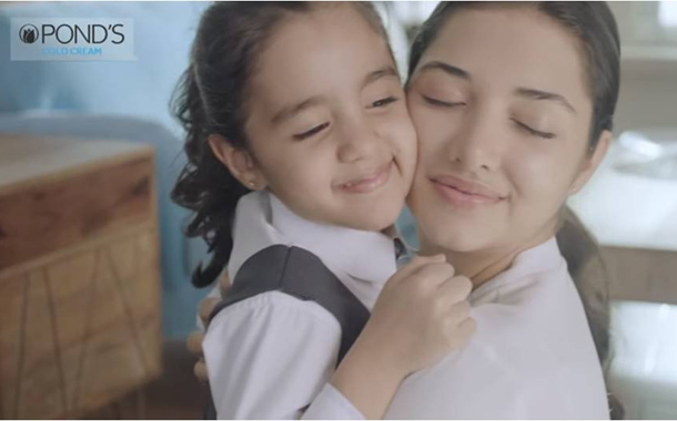 Pond's Cold Cream celebrates the magic of a 'jhappi'Campaign created by Ogilvy Mumbai